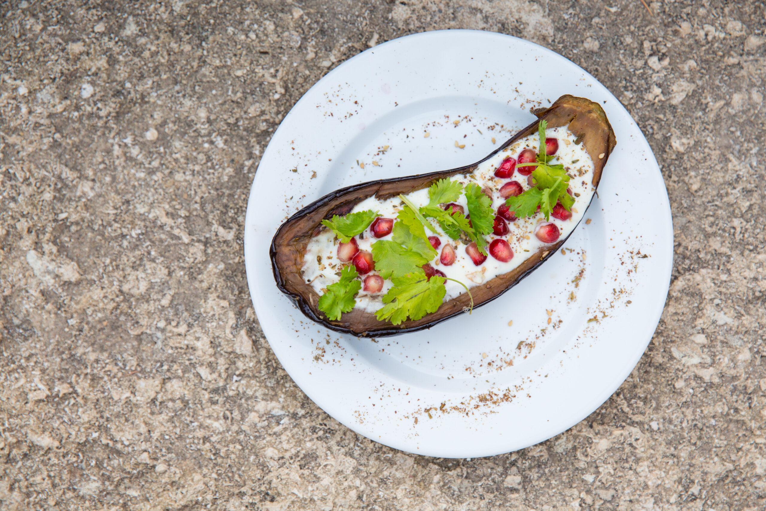 Aubergines grillées et crème de keffir au zaatar , façon ottolenghi