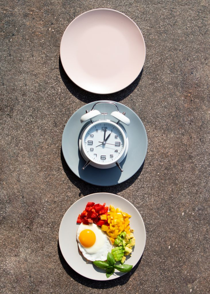 Jeune intermittent ou petit-déjeuner ?